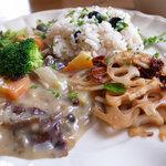 ノワイヨ - 冬野菜ときのこのシェリー酒シチュー、ケーバーと黒オリーブのピラフ、蓮根ソテー、ドライトマト&タイム