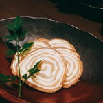 銀座 佐藤養助 - いぶりがっこチーズ。