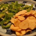 韓国家庭料理 天 - 青唐辛子とフライドガーリック
