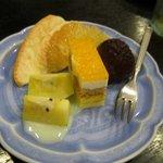 一宝軒 - 最後はオーナーからデザートの差し入れがありました、私この写真のアップルキーウイは初めて食べました
