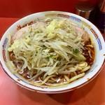ラーメン二郎 - ラーメン麺半分 野菜マシ