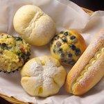 パンド坊 - パンド坊で選んだパンを2階のカフェド坊でお茶と共に楽しめます!