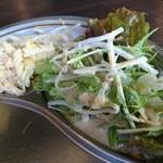 餃子酒場 カノウ - サラダ