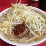 ラーメン二郎 - 小ラーメン・麺半分(ニンニク半分・ラー油半分)(700円)