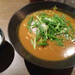 かれー麺 実之和 - 赤いカレー麺850円(小ライスサービス)