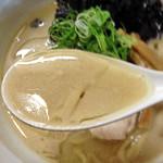 らーめん れんげ - 鶏白湯らーめん680円+粉チーズ50円+岩のり(クーポン)(スープ)
