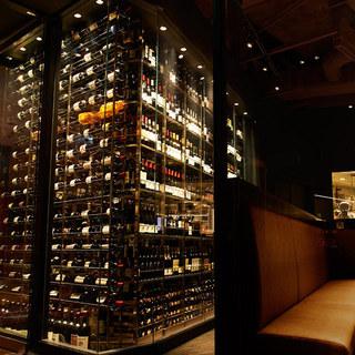 常時800種類2,000本のワイン、圧巻の品揃え