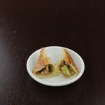 菜香苑 -  チンジャオロース餃子