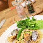 自然派レストランナート - ビュッフェのアサリやズッキーニのパスタ