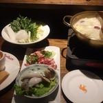 アジアン バンブーン - 2色火鍋