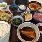 60607149 - サバ味噌煮、天ぷら、刺し身、漬け物、お浸し、豚汁、ライス