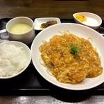 魏飯夷堂 - 海老と玉子のチリソース煮(小籠包・デザート付)