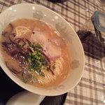 6061167 - 博多風豚骨ラーメン550円  豚骨を頼むと辛子高菜も出してくれた。