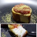 TTOAHISU - ◆最後はクリスマスらしく「ブッシュドノエル」をイメージしたロールケーキ。       生クリーム、タップリ。