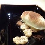TTOAHISU - デザートは3種類。       ◆ティラミス風・・・下にはアーモンドクッキーが敷かれ、マスカルポーネをタップリ使用した美味しい品。