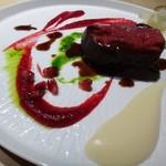 TTOAHISU - ◆メインは愛知県産「本州鹿」、、大きな切り身ですこと。赤色はビーツのソース