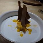 TTOAHISU - ◆スペイン産フォアグラのお料理。上にはココアクッキーが飾られています。