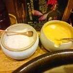 とんかつ 明石 - 藻塩・辛子