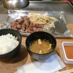 天神ホルモン 鉄板焼 - 中落ちカルビ定食