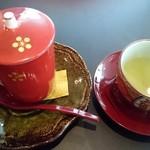 四季五彩 きわ - お食事が終わると,緑茶と温かい汁粉。