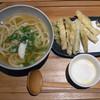 はなれ 中村製麺 - 料理写真:ごぼう天うどん 880円+温泉玉子 70円