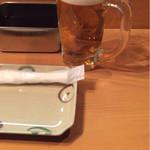 串あげ 万福 - 最初は皿、おしぼり、ソース、キャベツがセットされます