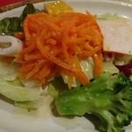 ドン・アントニオ - イカ、ブロッコリー、カボチャのマリネに生ハムとニンジンサラダの前菜