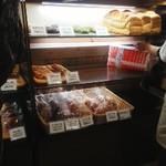 ファンファン - 店内(たまたま食パンがあり購入)