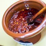 長浜ラーメン 味心 - これが『秘伝辛味ダレ』。魅惑の赤・・・って感じです。