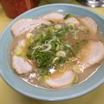長浜ラーメン 味心 - 「チャーシューメン」(800円)。+250円でこのボリューム増しなら文句ありますまい。