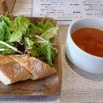Creativo Cafe Italiano unotto - サラダ、パン、ミネストローネスープ
