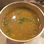 デウラリバッティ - ダル。 豆が多種類でしゃぱしゃぱ具合いもばつぐん