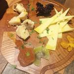 60625858 - チーズの盛り合わせ