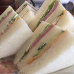 フリーダム - ボリュームあるサンドイッチ
