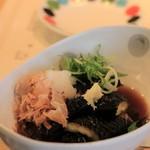 横濱蕎麦 傳介 - ナスの揚げびたし お味は濃いめ。ゴマ油が香ばしい