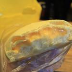 パンのトラ - 王様のメロンパンの断面です。 メロンクリームがタップリ