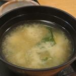 和食処 八田 - 豆腐、わかめ、もやしのみそ汁アップ