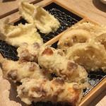 天ぷら 穴子蒲焼 助六酒場 - 天麩羅は一個八十円から。