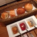 シュリンプ&オイスターハウス - パン&生牡蠣用ソース