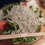 どまん中 - 釜揚げシラスのサラダ