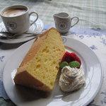 クレアホーム&ガーデン - 料理写真:コーヒーセット。本日のケーキと一緒に