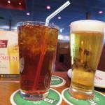アウトバック ステーキハウス - アイスティーとグラスビール