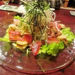 横濱酒房 銀の鍵亭 - お刺身サラダ