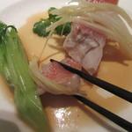 カントニーズ 燕 ケン タカセ - ハタの身に、葱と生姜の風味が効いている