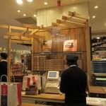 シュガーバターの木 - 博多阪急の地下一階にある香ばしいシリアルサンドを使ったスイーツを楽しめるお店です。