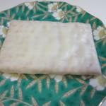 シュガーバターの木 - サクサク生地にオリジナルホワイトチョコをコーテイングしたミルク感と焦がしバターの香りが絶妙にとけあうスイーツです。