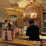 シュガーバターの木 - お店は博多阪急の地下一階にあります。