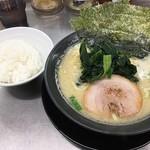 横浜家系ラーメン武骨家 - 豚骨醤油ラーメン&食べ放題ライス