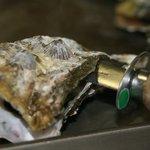 かき焼 うちの海 - 道具で開ける