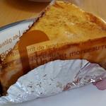 丘のうさぎ - 炒めたリンゴがプリンの底に敷き詰められています。美味しいです!
